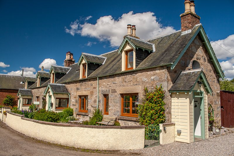 Rosemount Bothy - Highland Cottage, vacation rental in Contin