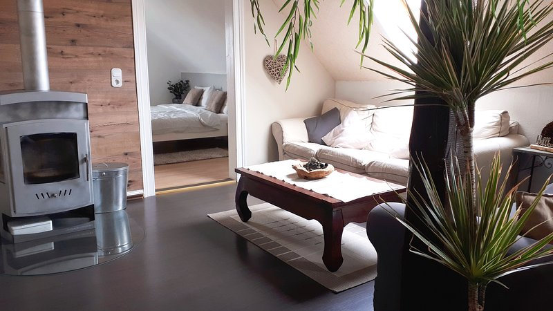 Atelier Lotus - 2 getrennte Schlafzimmer und eigener Speiseraum, holiday rental in Veltheim