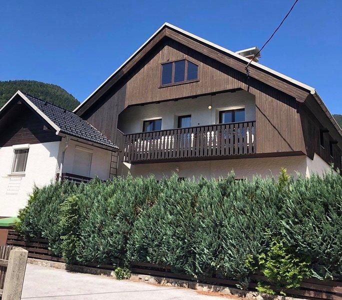 Hisa_Miha Stunning Spacious House (sleeps 8), vacation rental in Ratece