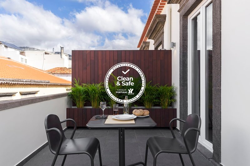 Downtown Funchal Apartments 3A Encumeada, in the heart of the city., vacation rental in Funchal