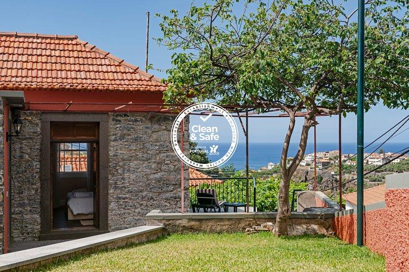 Casa da Aldeia I, feel the vineyard's scent., holiday rental in Estreito de Camara de Lobos
