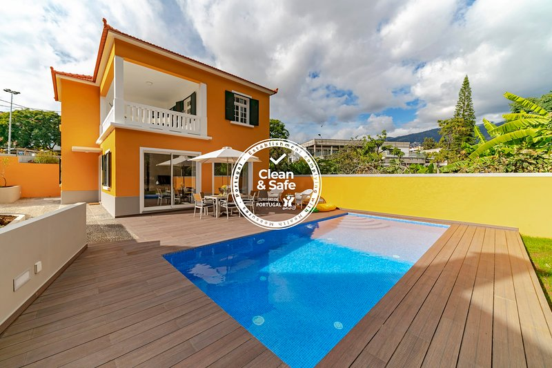Family haven in the city, with pool. The Yellow House., vacation rental in Funchal