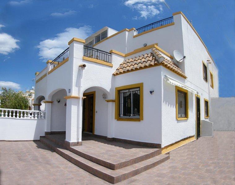 South facing Quad style villa, 3 bedrooms, 2 bathrooms, location de vacances à El Chaparral