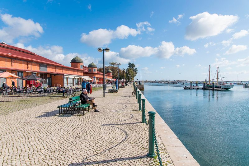 Charming town house just 500m from the marina and its well known typical market, holiday rental in Pechao