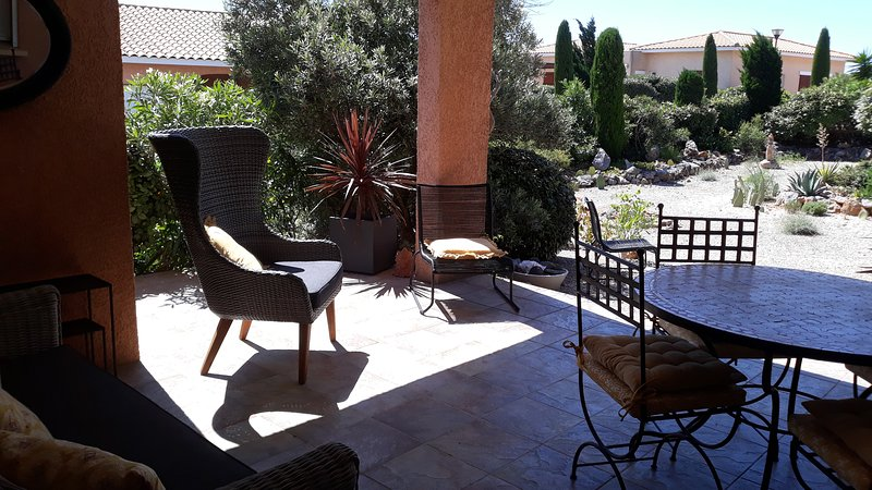 Fitou Mediterranean Villa Sleeps 4, Full Air Con, Terrace, 3 Pools & Parking, holiday rental in Fitou