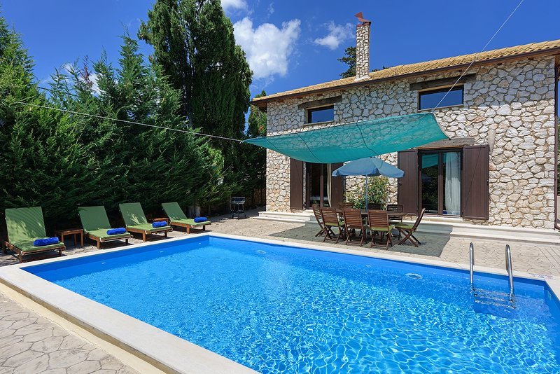 Villa Fuoco, total private, from Lefkas G-Villas complex, vacation rental in Kontarena