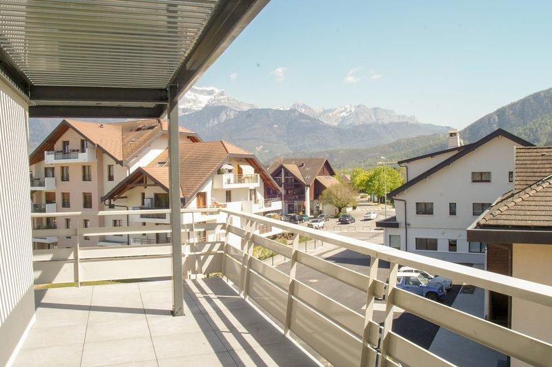 Le Saint-Jore - Appartement 2 chambres, balcon & parking à 3 minutes du Lac, holiday rental in Saint-Jorioz