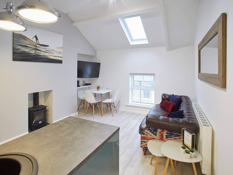 The Surfer's Loft Apartment, casa vacanza a Brotton