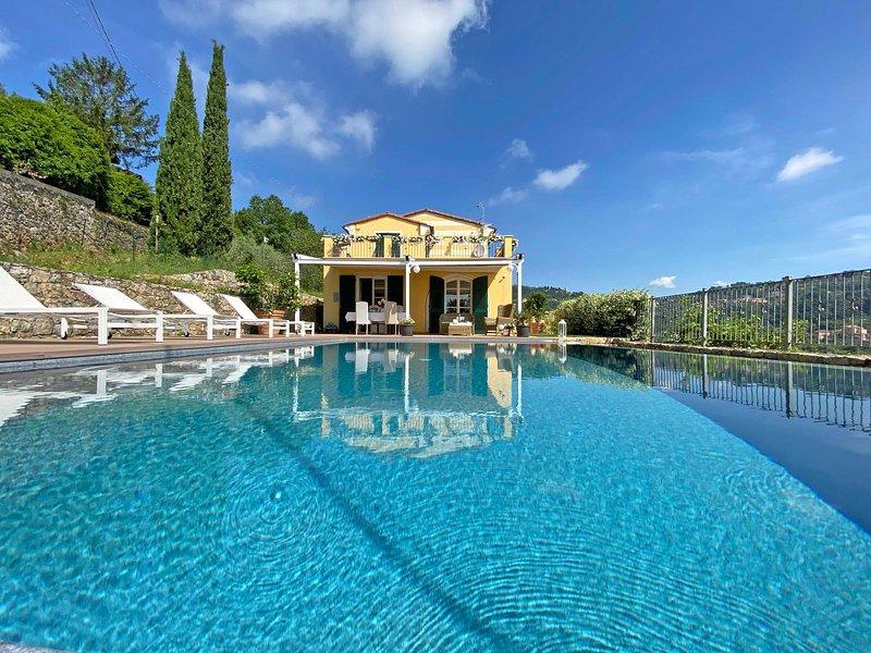 VILLA GRECALE 6 pax Pool A/C BBQ Wifi Near 5 Terre, casa vacanza a La Spezia