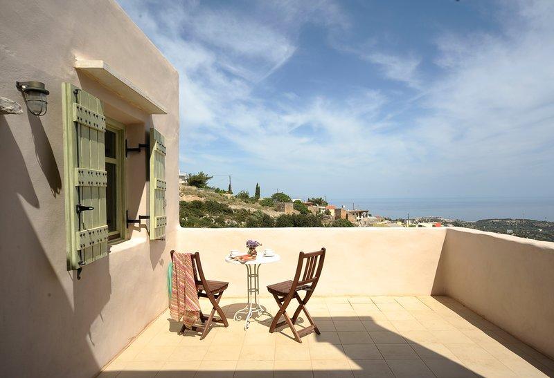 Ideal for Family with Endless View, aluguéis de temporada em Roussospiti