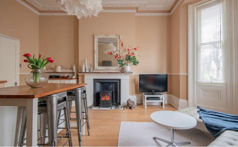Beautiful Victorian Villa Apartment Hove, holiday rental in Shoreham-by-Sea