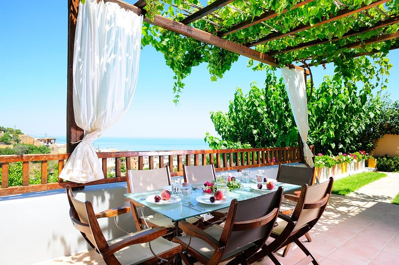 Amazing mountain and sea view, holiday rental in Prasies