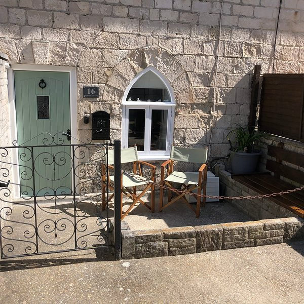 Duckling Cottage A Lovely Character 18th Century Holiday cottage, holiday rental in Weymouth
