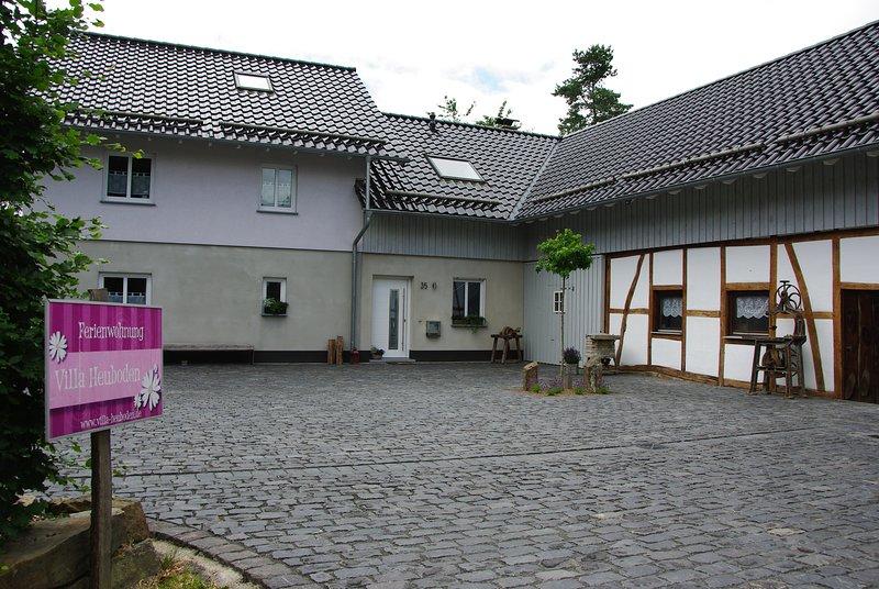 Idyllisch gelegene Ferienwohnung 'Villa Heuboden', holiday rental in Nideggen