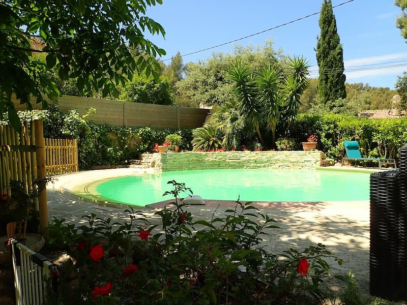 Villa avec piscine, holiday rental in Toulon
