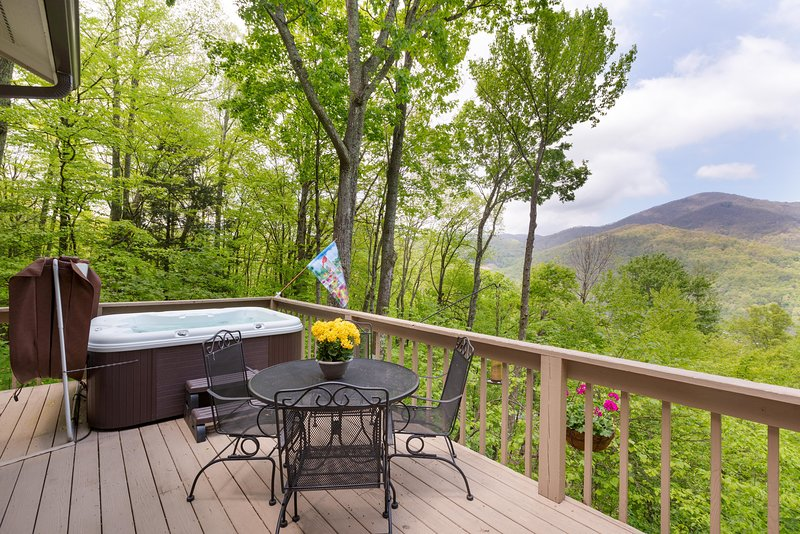 Bella Vista -Very Clean-View-Hot Tub Great Reviews – semesterbostad i North Carolina Mountains