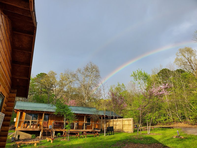 New Log Cabin in our Family Retreat on Lake Hamilton (no cleaning fee), holiday rental in Hot Springs