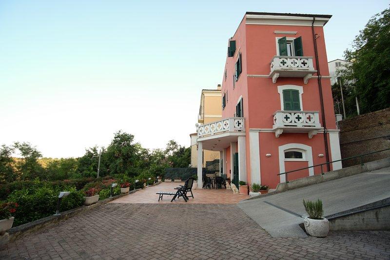 1800*VILLA SIMONE OCEAN VIEW, alquiler vacacional en Fossacesia Marina