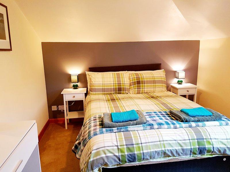 Stylish 2 bedroom - 2 miles city centre, holiday rental in Kirkhill