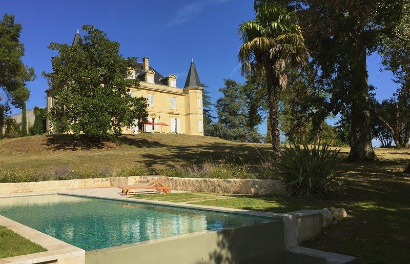 Château sur les premières côte de Bordeaux, casa vacanza a Cambes
