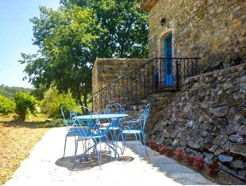 Gîte avec piscine et jacuzzi, location de vacances à Saint-Jean-de-Crieulon