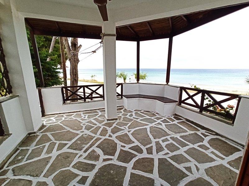 Zennova #22 Nikiti Sea Side House, vacation rental in Nikiti
