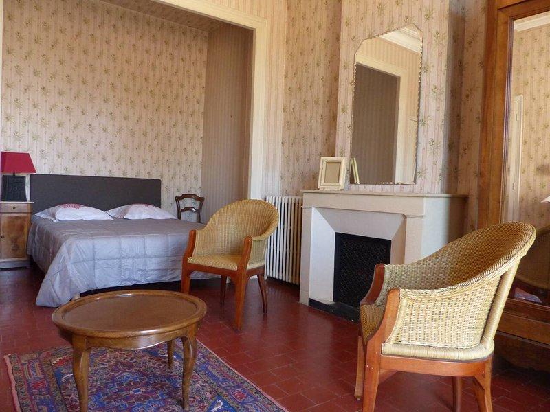 Spacious house with garden & Wifi, aluguéis de temporada em Logrian-Florian