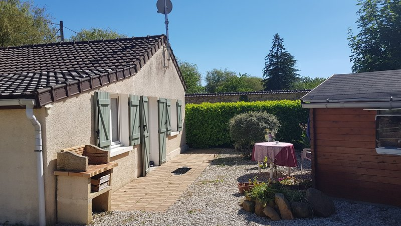 Nice house with garden & terrace, holiday rental in Saint-Hilaire-sous-Romilly