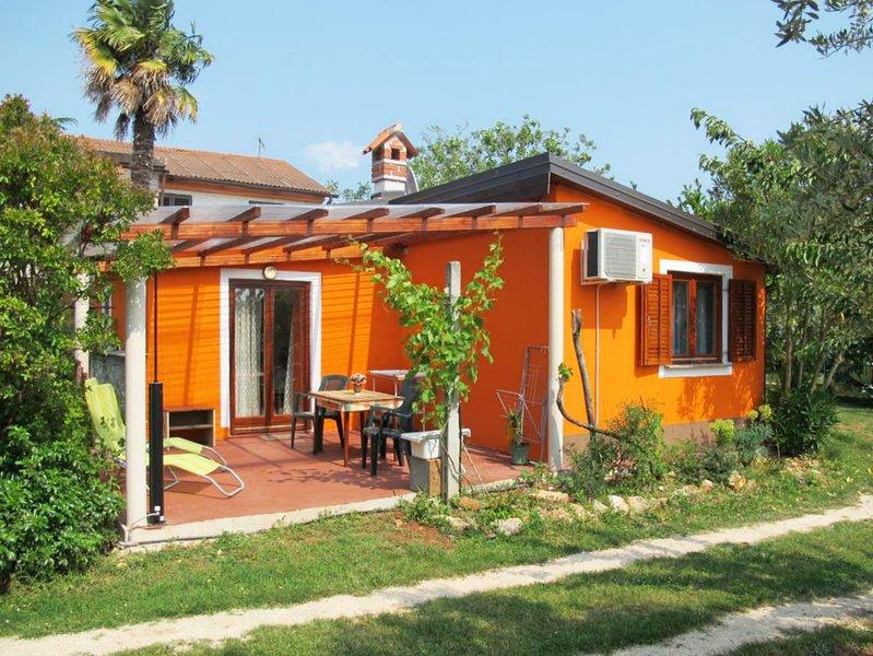 Casetta Iris Umag-Biribaci zona tranquilla,  1 camera Wi-Fi, giardino parcheggio, holiday rental in Radini