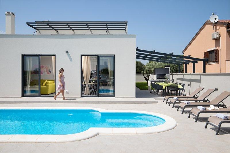 Villa PerLe - Four Bedroom Villa with Swimming Pool, holiday rental in Skatari
