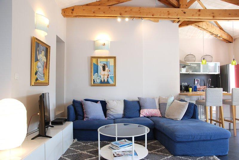 Maison de caractère avec jardin et terrasses, aluguéis de temporada em La Rochelle