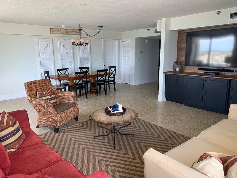 """Oceanside"" Beach front condo*huge*beach towels*no steps*heated pool* ""75""t, holiday rental in Fort Walton Beach"