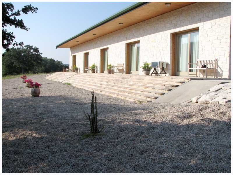 Riverfront Guest Lodge on the Johnson Fork of the Llano, holiday rental in Segovia
