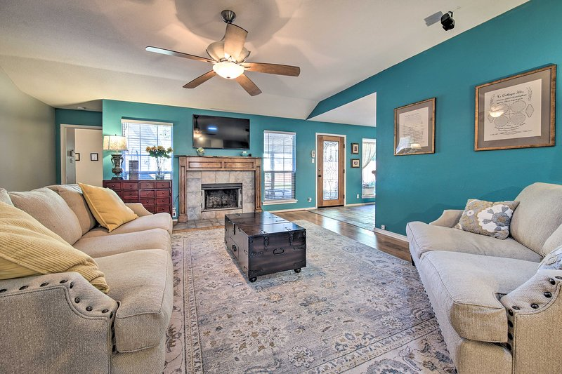 Peaceful San Antonio Oasis w/Private Pool + Grill!, holiday rental in Schertz