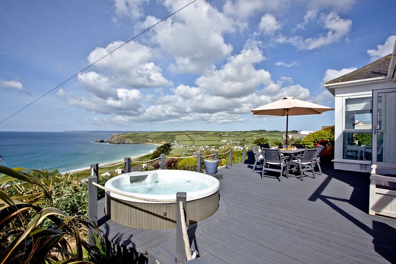 Spindrift - A Stunning property with wonderful views of Praa Sands and a hot tub, vacation rental in Tresowes