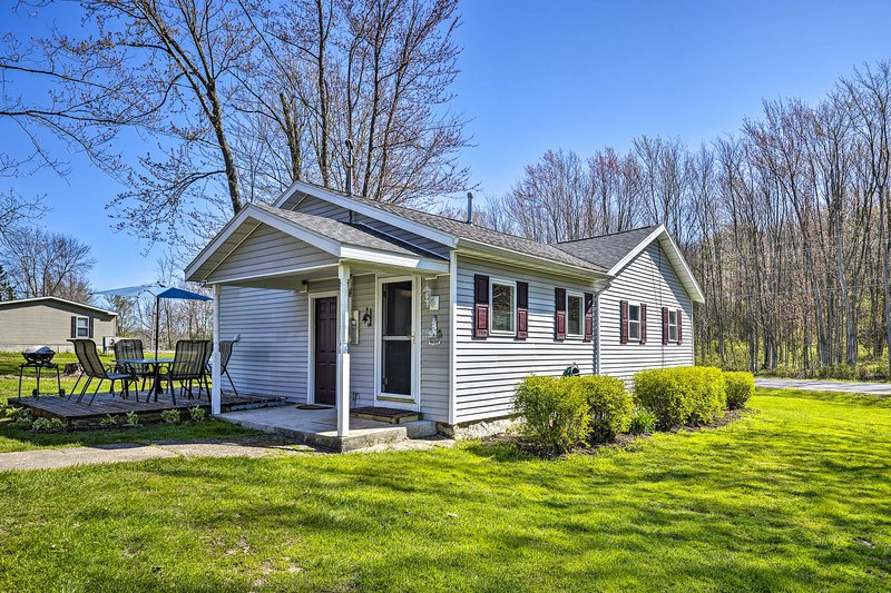 NEW! Port Bay Home w/ Patio < 2Mi to Lake Ontario! – semesterbostad i Sodus Point