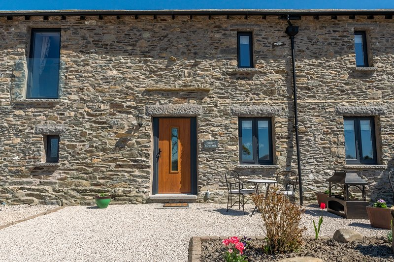 Croft Cottage - 3-Bedroom modern barn conversion situated on a working farm, holiday rental in New Hutton