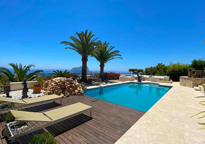 Luxury Villa with panoramic sea  view, holiday rental in La Llobella