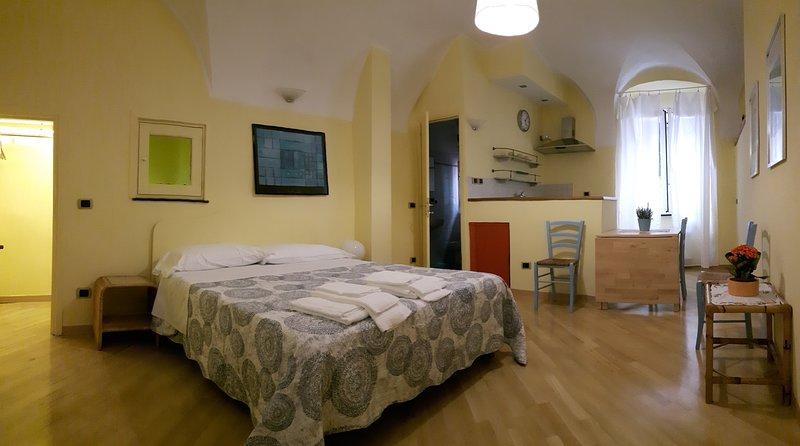 Monolocale nuovo in Centro Storico 3 posti letto con angolo cottura, vacation rental in Semino