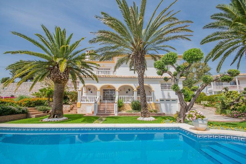 Cubo's Villa Puerto de la Luz, vacation rental in Mijas