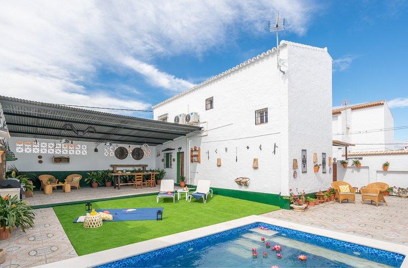 Cubo's Casa Virgen del Yal, holiday rental in Gibralgalia