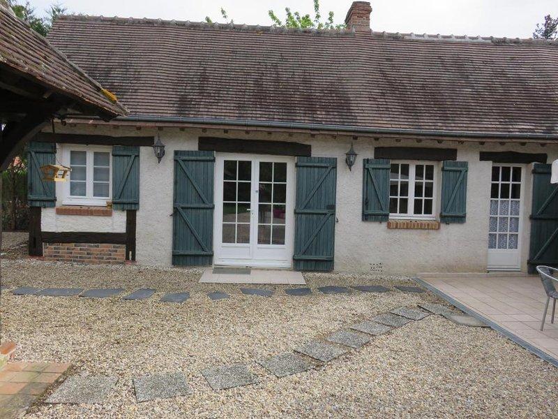 Nice house with garden & terrace, casa vacanza a Nouan-le-Fuzelier