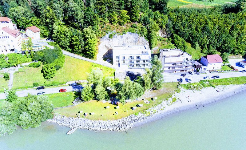 DONAUHAUS: 200m² Apartment, nahe Linz, 6 Zimmer, max. 15 Einzelbetten, casa vacanza a Leonding