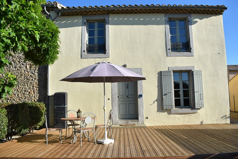 Superb Gite - Canal View Cottage, holiday rental in Blomac