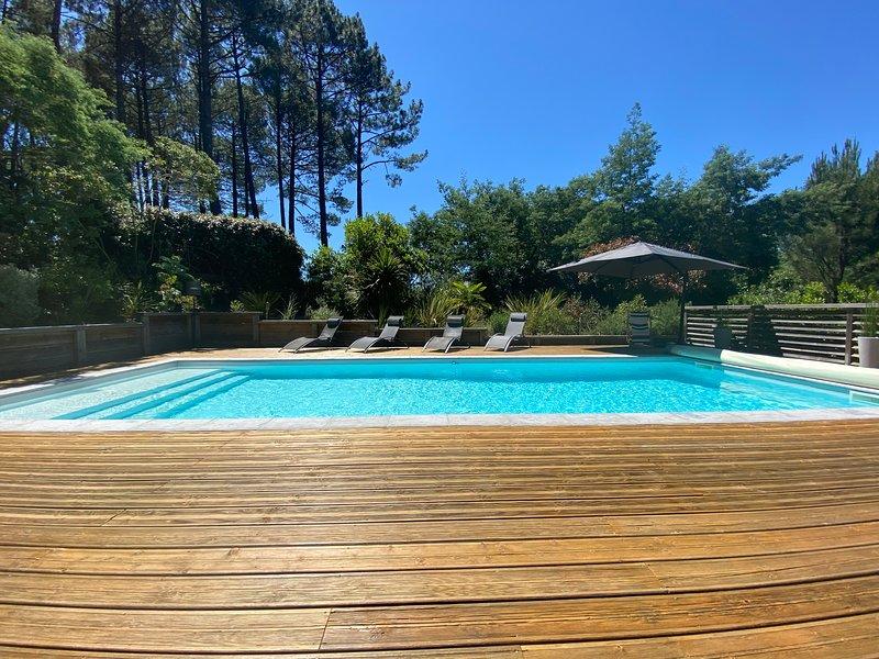 Villa la Bleutiere avec piscine chauffée entre lac et océan, location de vacances à Cazaux