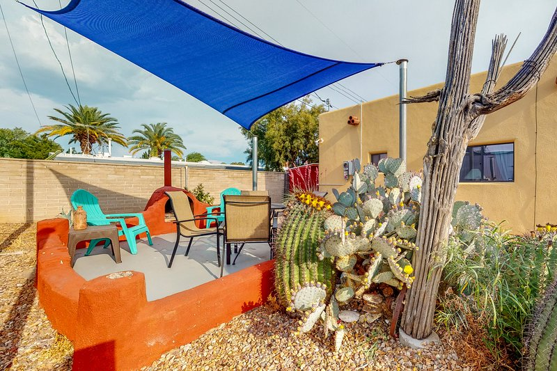 New listing! Spacious getaway w/ enclosed yard, two fireplaces & great location, holiday rental in Catalina Foothills