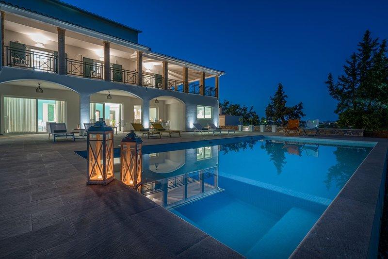 Rivazzurra Luxury Villa - Your Perfect Holiday Experience, location de vacances à Porto Koukla