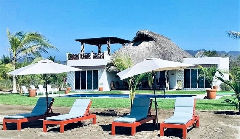 Casa Escondida Full Service Resort Style Beachfront Mini Villa, vacation rental in Puerto Escondido