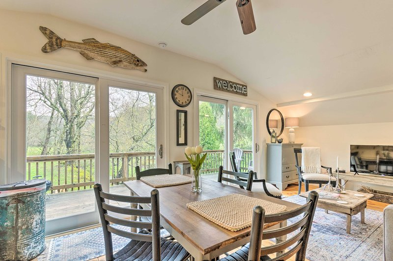 Modern Farmhouse Duplex by Stream, 4 Mi to Boone!, alquiler de vacaciones en Blowing Rock