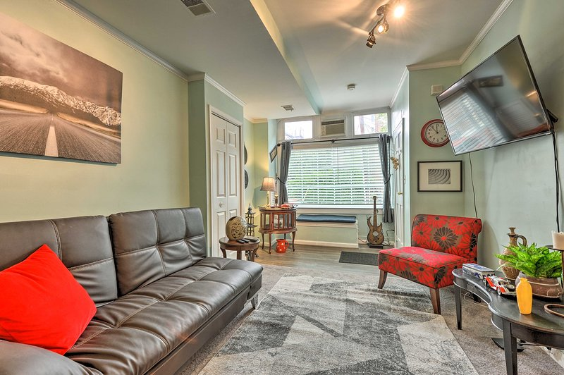 Charming Carriage Apt: Walk to Museums & Dining!, aluguéis de temporada em Linthicum Heights